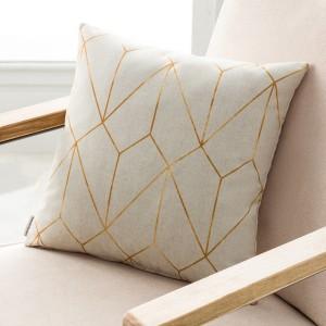 Θήκες για διακοσμητικά μαξιλάρια , βαμβακερές,(43Χ43) Gofis Home Juno 642 μπεζ βελούδινο με ανεξίτηλο γεωμετρικό σχέδιο σε χρυσό χρώμα